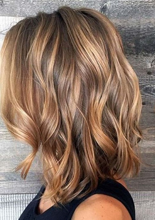 Balayage caramel : un coup d'éclat et des reflets pour les cheveux foncés