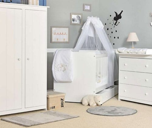chambre bébé mixte à Baldaquin