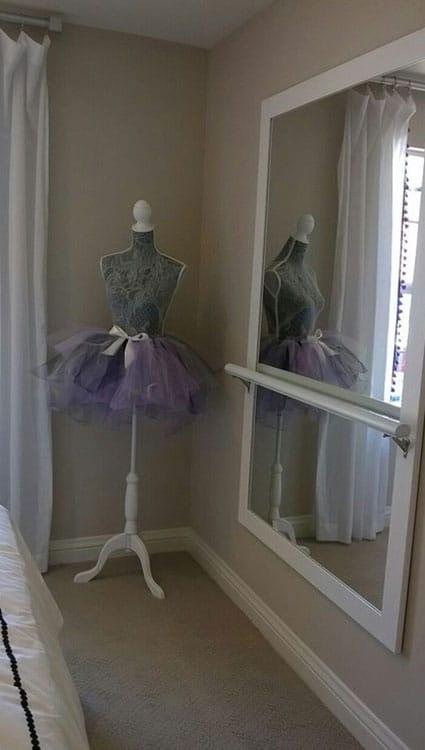 Barre Et Miroir pour décorer la chambre d'une fille