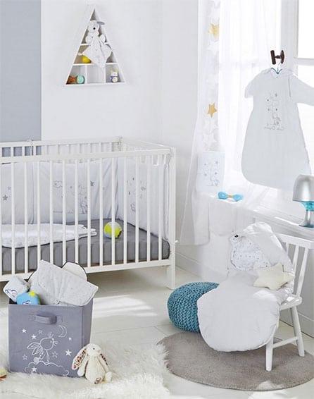 Touches Grises pour cette chambre mixte bébé