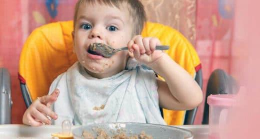 Bébé Mange Cereale