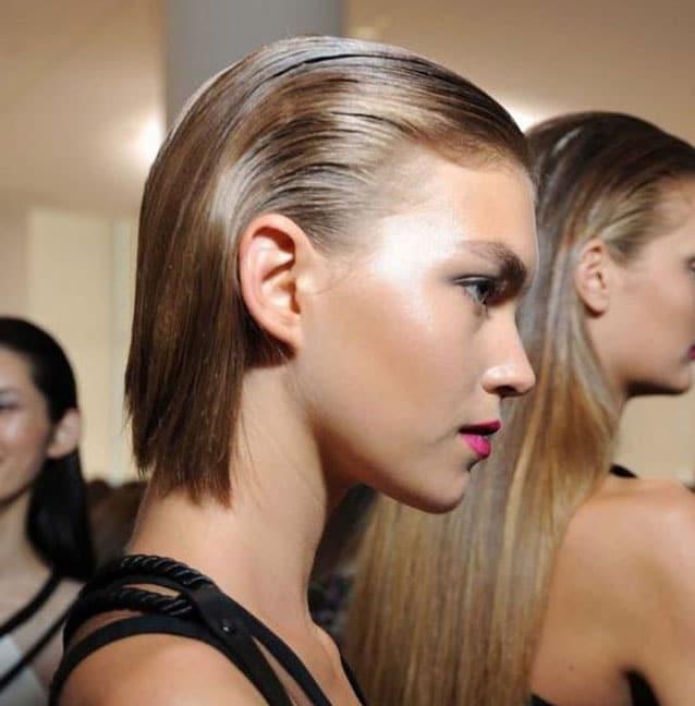 Coupe Cheveux Mouilles Plaques En Arriere