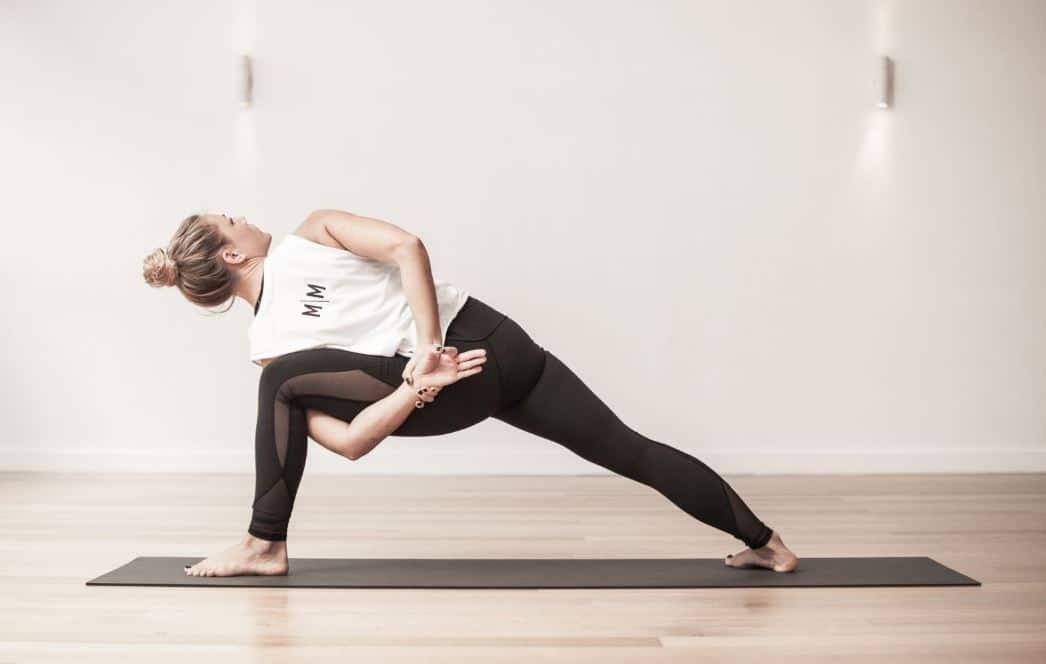Femme Prtaique Vinyasa Yoga