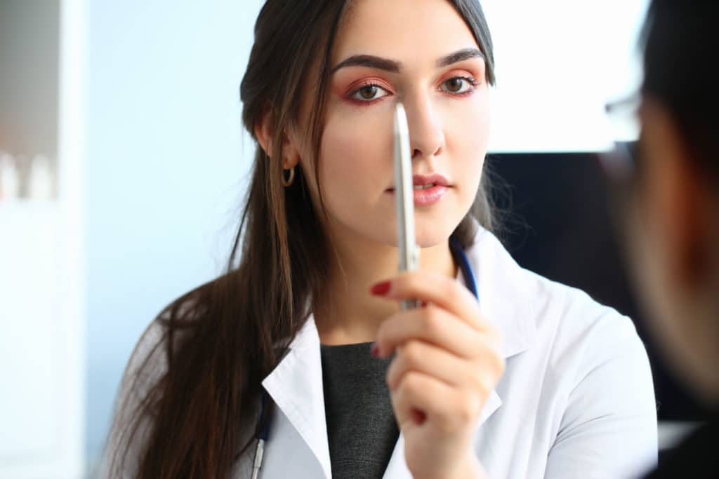 Femme médecin expert regime par hypnose