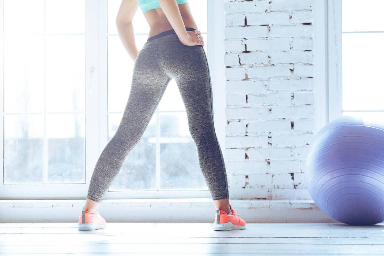 photo femmes ensalle de sport pour muscler ses fesses