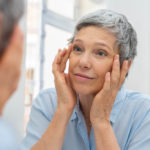 Femme d'âge mûr vieillissement des yeux