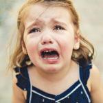 petite fille qui pleure