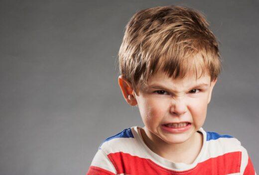 Enfant Grince Des Dents