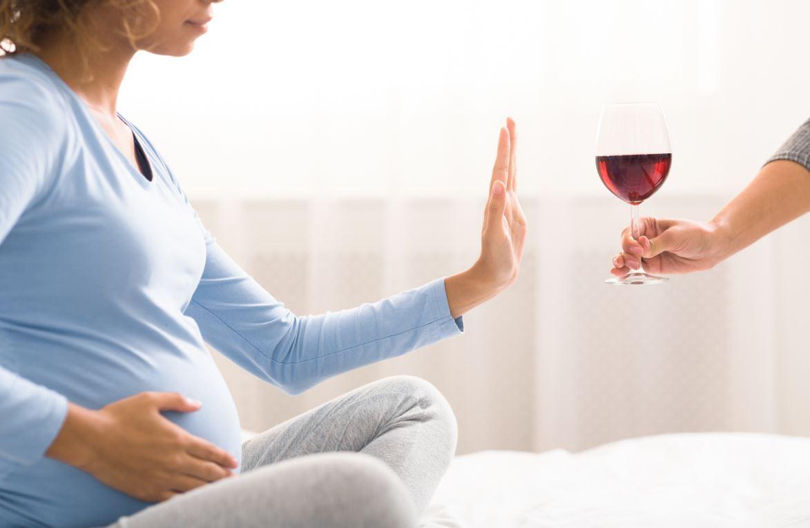 Femme Enceinte Refuse Alcool
