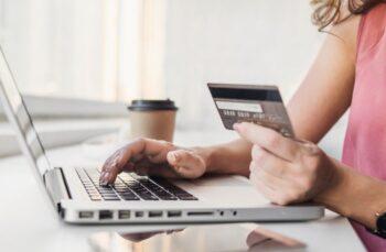 Femme Achat Compulsif Shopping En Ligne