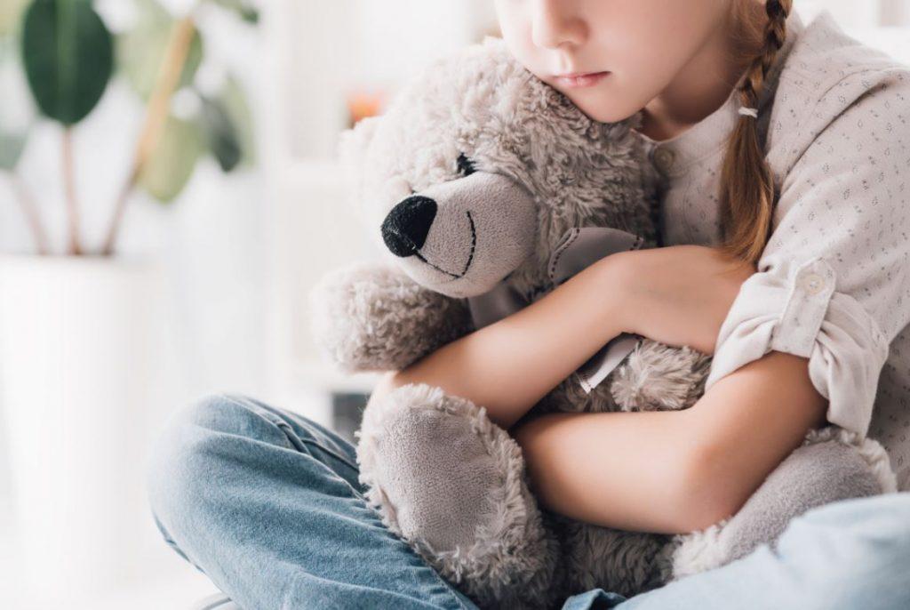 Enfant Seule Et Triste