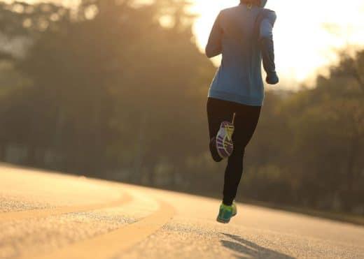 Femme Running Course à Pied