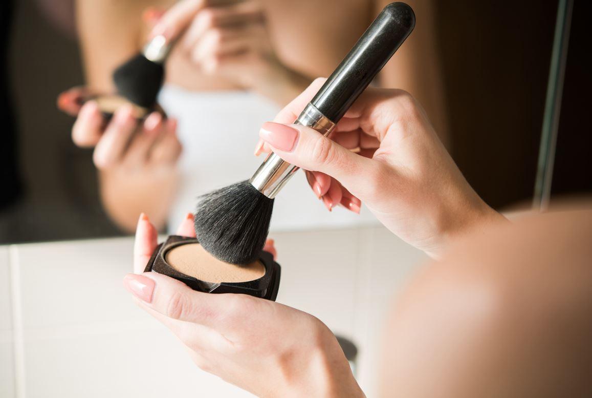 Maquillage Avec Poudre